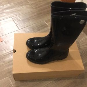 Black waterproof Ugg boots size 8
